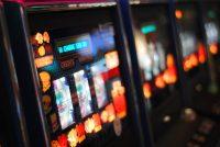 Игровые автоматы от клуба Адмирал: преимущества игры на деньги